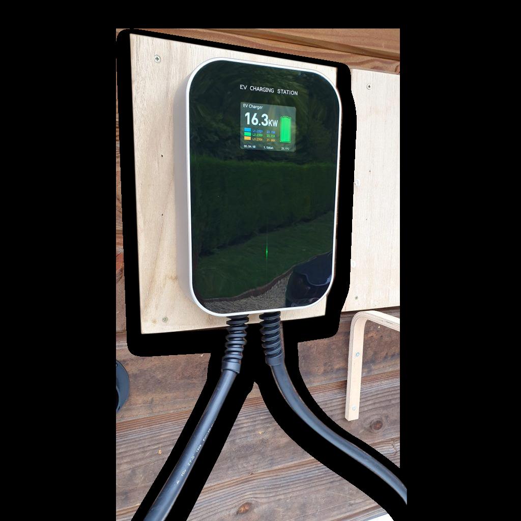 BOX MIROIR LCD 32A triphasée 22kW prise type2 via câble attaché  6 Mtrs